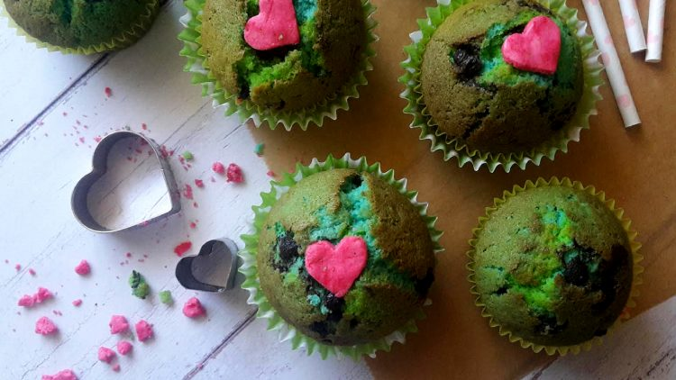 színes muffin a Föld Napjára