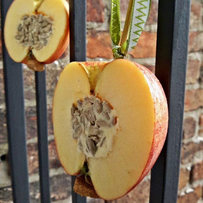 madáretető almából